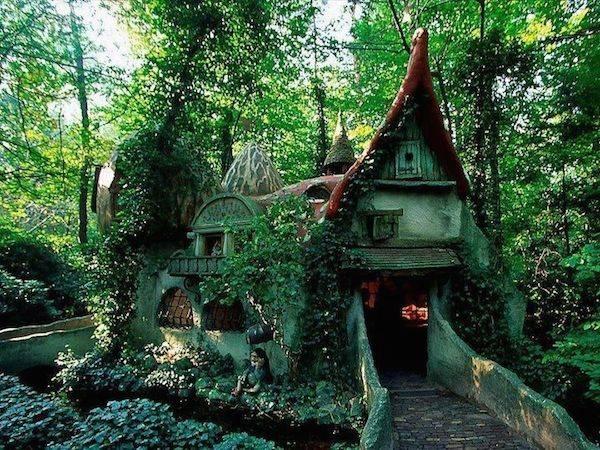fairytale_forest_house